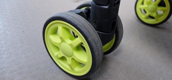 一般的なベビーカーのプラスチック製タイヤ