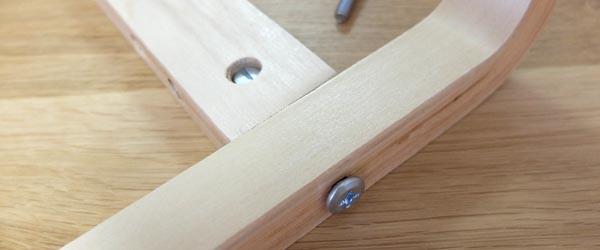 キコリの小イスの組み立て方「脚と横板をボルトで締める」