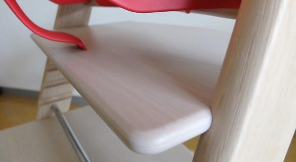 トリップトラップは、座板も足のせ板もすべてフラットな作りになっている